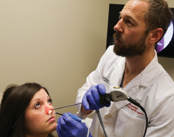 A physician at Ohio State University uses the Vivaer system.